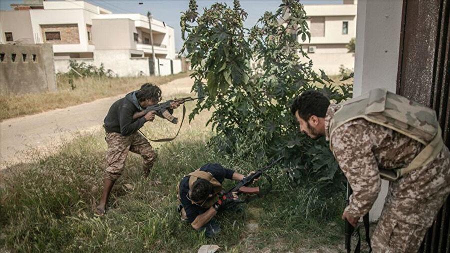Vatiyye Askeri Üssü'nün can kaybı yaşanmadan sorunsuz şekilde ele geçirildiği bildirildi.