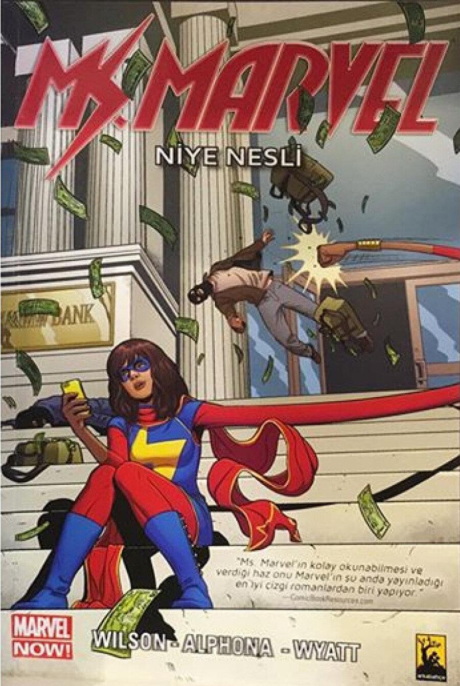 """Ms. Marvel olmaya adapte olan Kamala, aslında kendisinin bir """"inhuman"""" olduğunu, uzaylılar tarafından kaçırılan bir insanın mutasyona uğramış genlerini taşıdığını öğreniyor."""