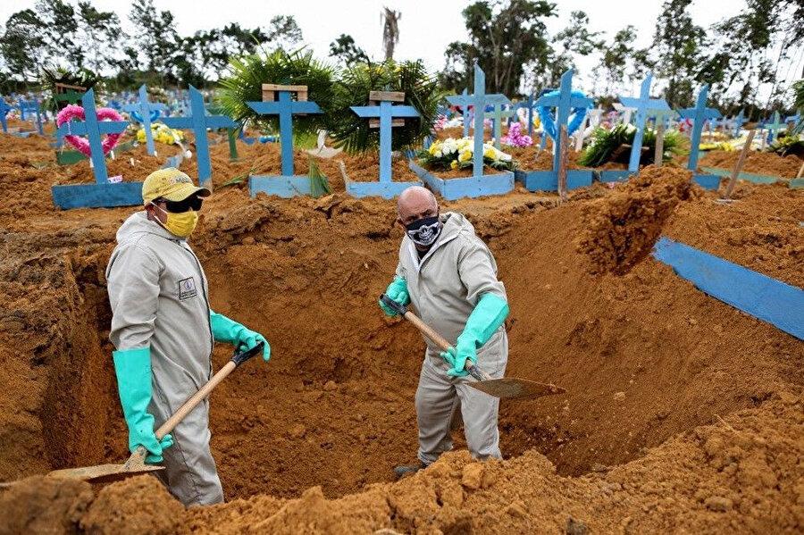 Latin Amerika'da koronavirüsten ölenler için toplu mezarlar kazılıyor