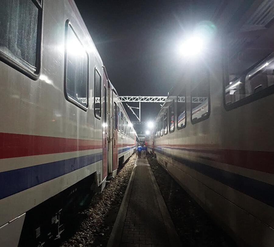 """""""Bir zamanlar ben de trendim."""" Sesimin asasıyla karları yaran bir tren.(Fotoğraf:Talha Kabukçu)"""