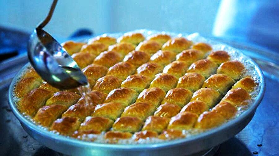 Baklava sözcüğü Türkçe kökenlidir.