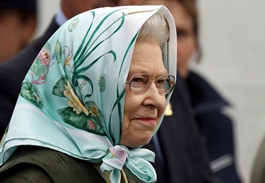 Dünyanın önde gelen soyağacı yayıncılarından Burke's Peerage1986 yılında yaptığı bir araştırmada, en eski monarşi ülkesi sayılan Birleşik Krallık'ta Kraliçe II. Elizabeth'in, İslam peygamberinin soyundan geldiğini ve 43. göbekten torunu olduğunu ortaya koymuştur.