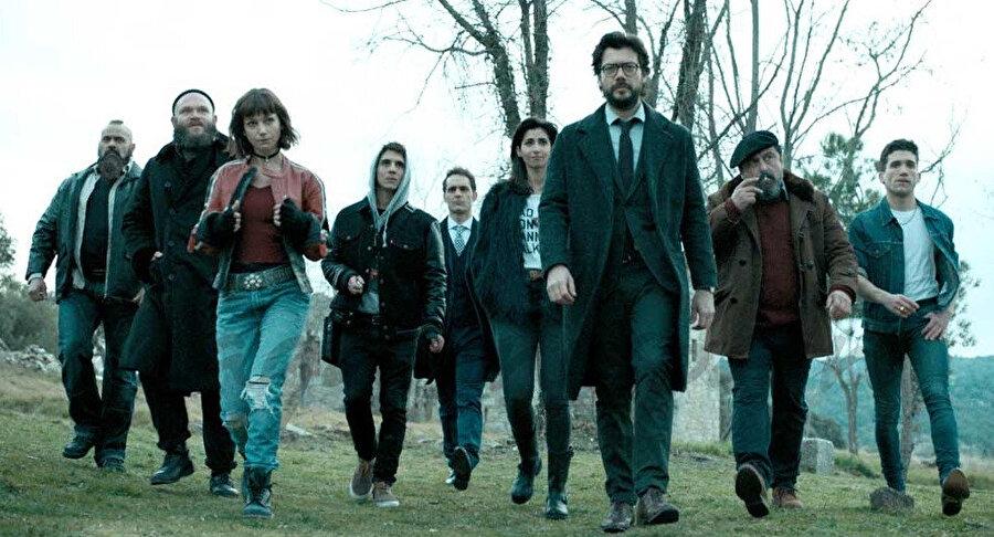 Ocean's Eleven'a benzer temasıyla dikkat çeken bir diğer başarılı yapım ise İspanyol kanalı Antena3'te geçtiğimiz yıl mayıs ayında gösterime giren La casa de papel isimli dizi oldu.