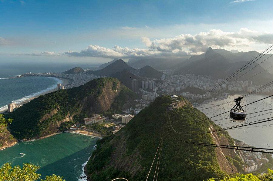 Kesme şeker dağı, Brezilya'nın Rio de Janeiro şehrinin Guanabara Körfezi'nin Atlantik Okyanusu'na açılan noktasında yer alan bir dağdır. 396 metre yüksekliğindeki bu dağa kesme şekere benzemesinden dolayı Kesme şeker Dağı denilmiştir.