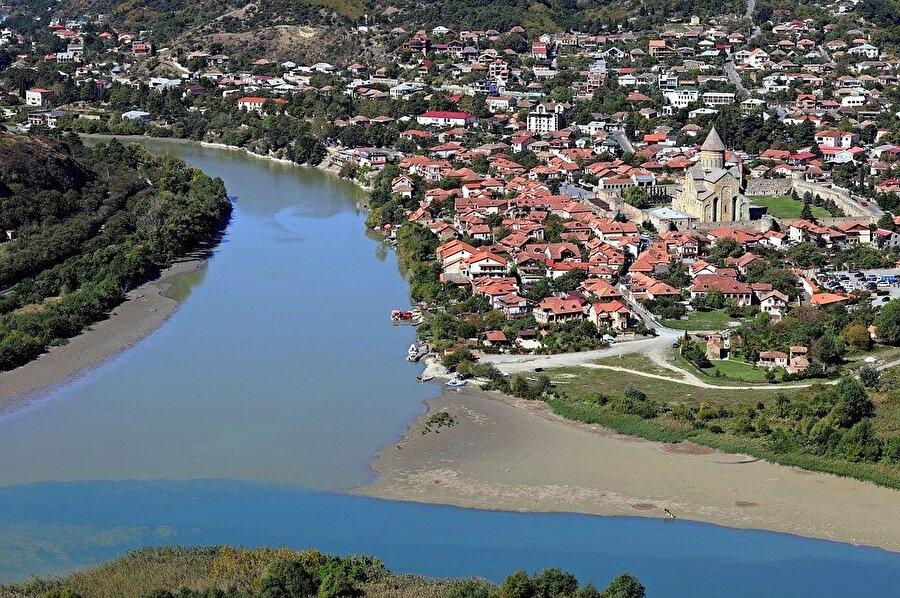 İlk kez 12. yüzyıl kaynaklarında adı geçen Ahaltsihe, 16. yüzyılda Osmanlılar tarafından ele geçirilmesinden sonra Ahısha olarak adlandırılmıştır.