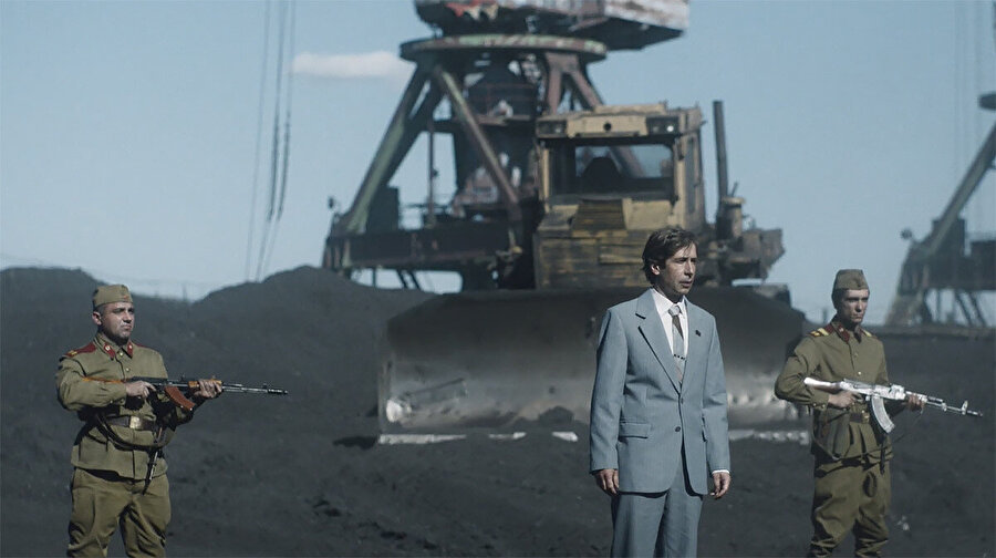 Senarist Craig Mazin ve yönetmen Johan Renck'in imzasını taşıyan Chernobyl, bazı kurgu karakterler barındırmakla birlikte, tamamen gerçek olaylara dayanan titiz bir çalışmanın ürünü