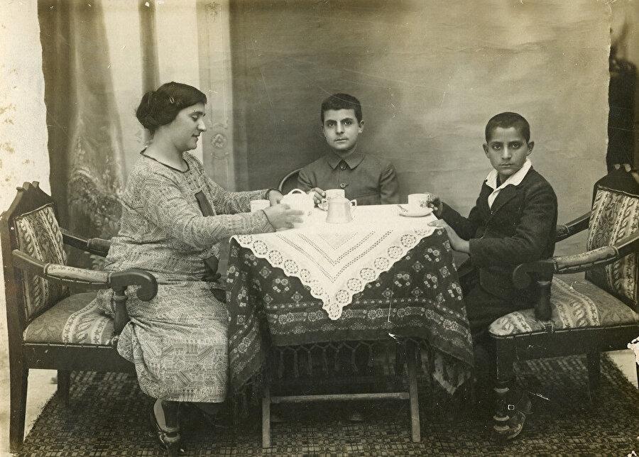 Kerime'nin kız kardeşi ve çocukları.