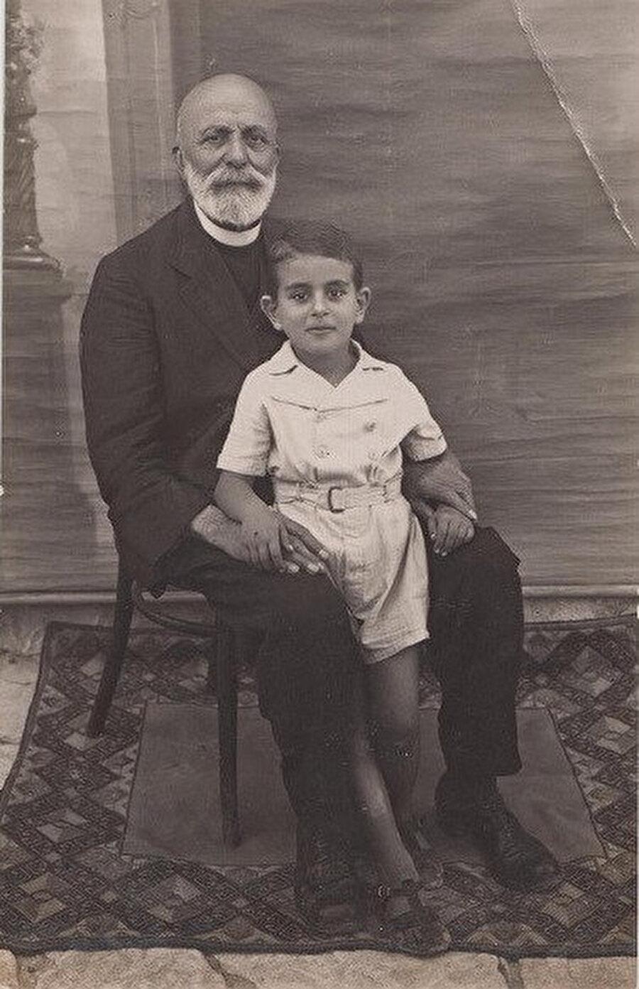 Kerime Abbud'un babası ve oğlu.