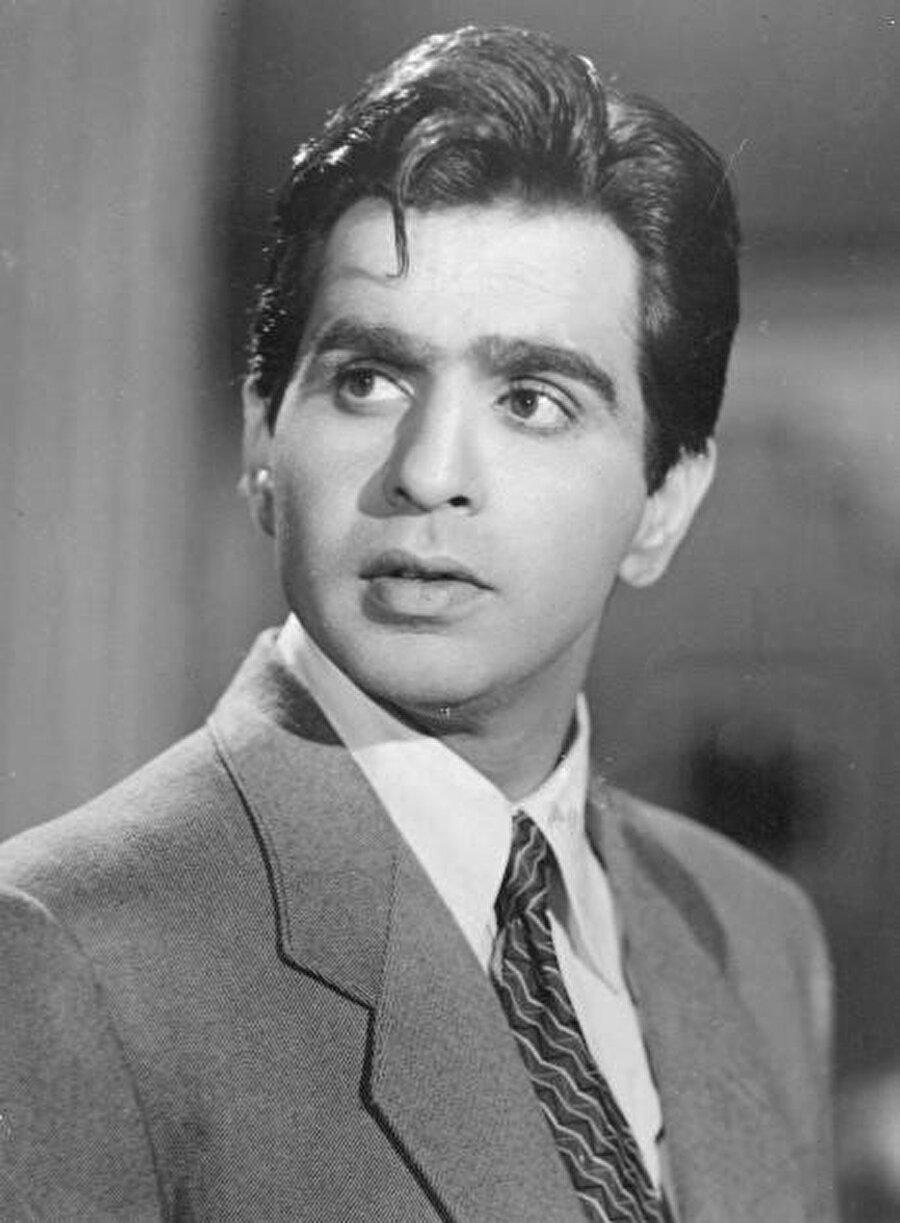 Bir zamanlar Müslüman ismi Yusuf Khan olan efsanevi Bollywood film oyuncusu Dilip Kumar ile röportaj yapmıştım. Adını neden değiştirdiğini sorduğumda sinemayı doğru bulmayan babasından gizlenmek için olduğunu söyledi.