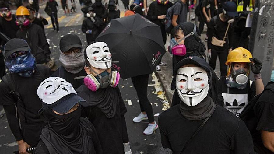 Dünya aylarca Hong Kong'da polis ve göstericilerin çatışmasına tanık oldu. Gözaltına alınmak istemeyen göstericiler yüzlerinin güvenlik kameralarında tespit edilememesi için çeşitli yollara başvurdu