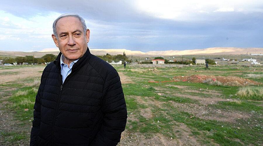 Netanyahu, işgal altındaki Batı Şeria'daki Ürdün Vadisi'nde.