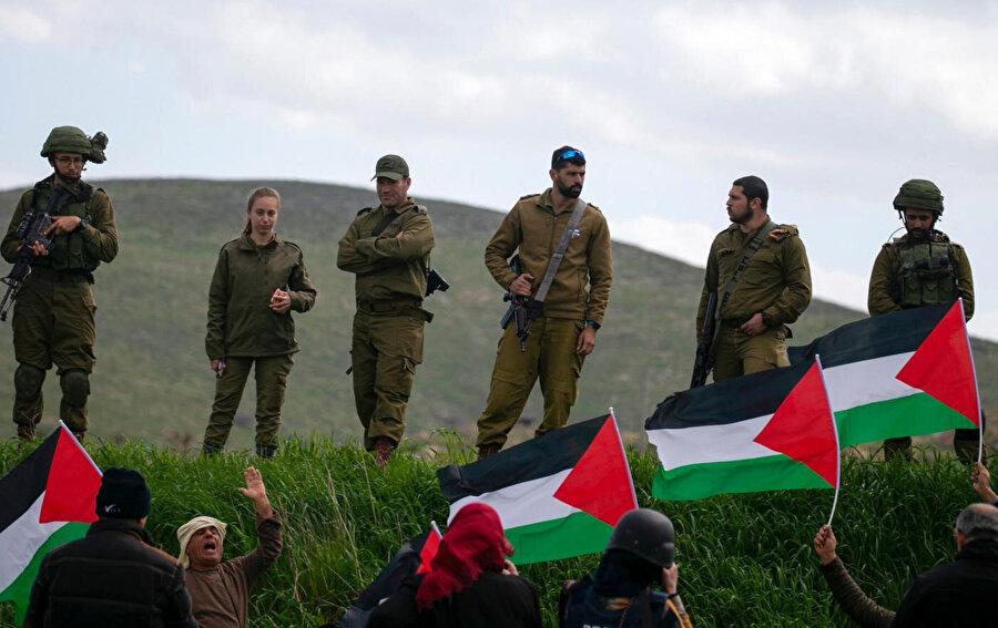 İşgal altındaki Batı Şeria'da yer alan Ürdün vadisinin ilhakını protesto eden Filistinliler.
