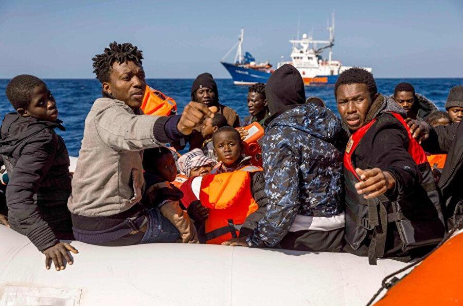 Libya'da korkunç şartlar altında yaşayan göçmenler yasa dışı yollarla biran önce Avrupa'ya ulaşmaya çalışıyor.