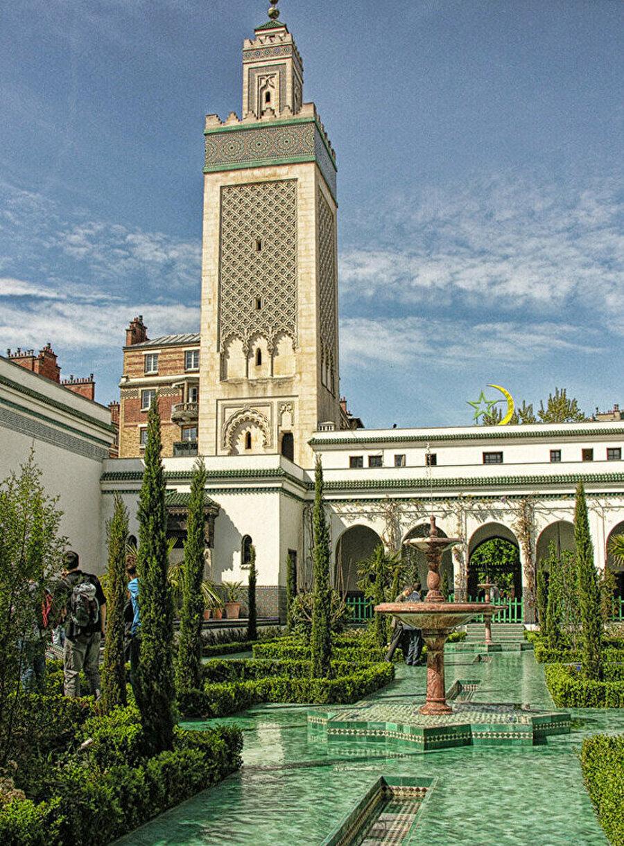 Paris Büyük Camiisi, Fransa'daki ilk camii.