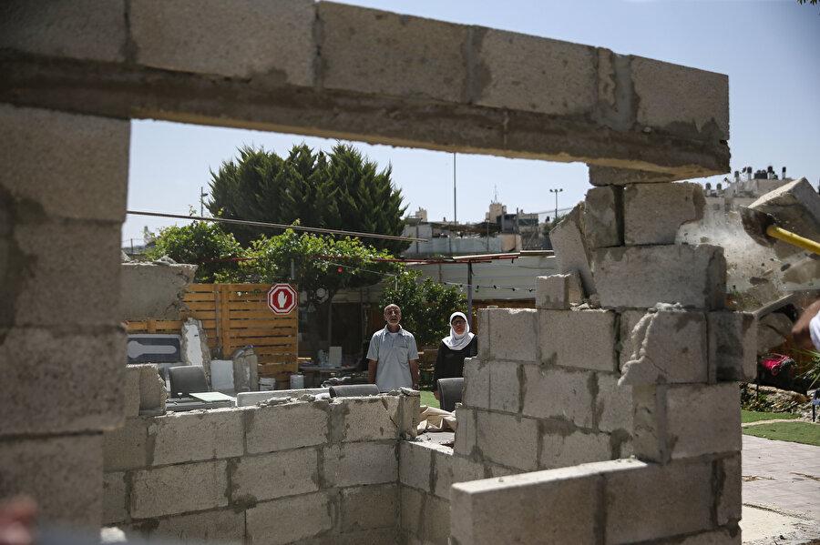 Hamas Sözcüsü Abdullatif el-Kanu yıkımları; Kudüslülerin zorla göçünü hedefleyen ve sessiz kalınması mümkün olmayan bir suç ve etnik temizlik olarak niteledi.