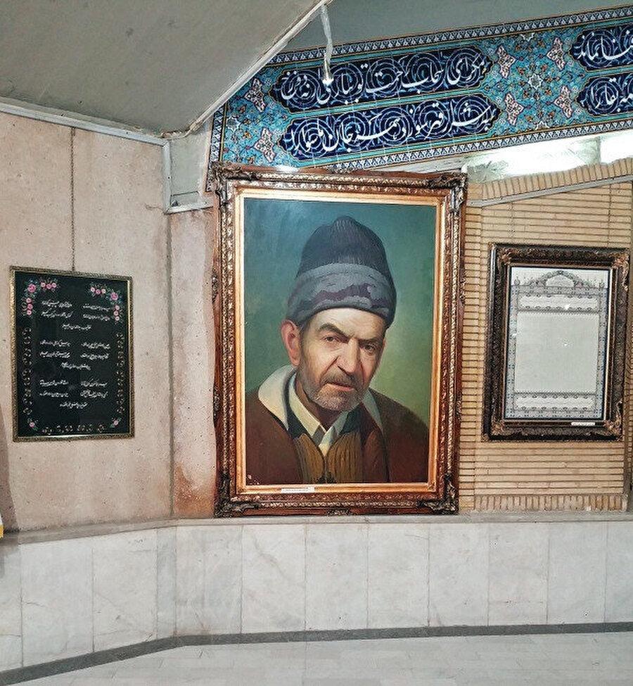 Anıt mezarın içindeki Şehriyâr tablosu.