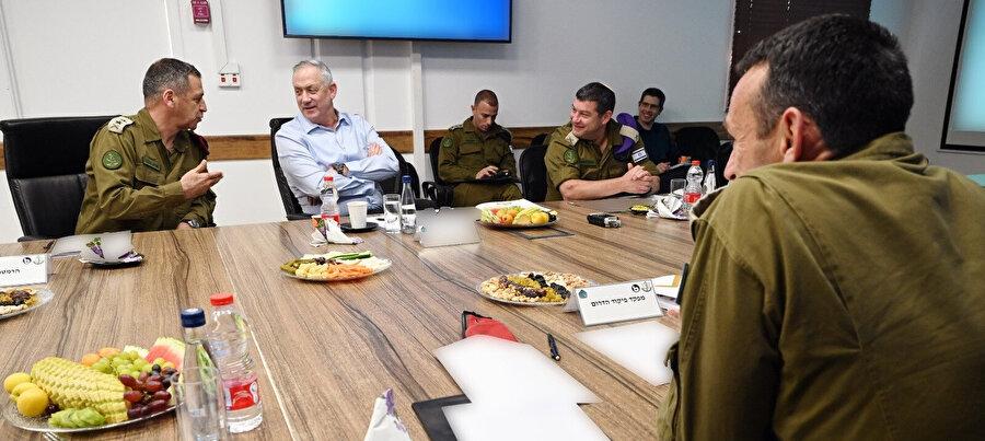 Mavi-Beyaz İttifakı lideri aynı zamanda İsrail Savunma Bakanı olan Benny Gantz'ın bir hafta önce üst düzey komutanlarla gerçekleştirdiği toplantı.