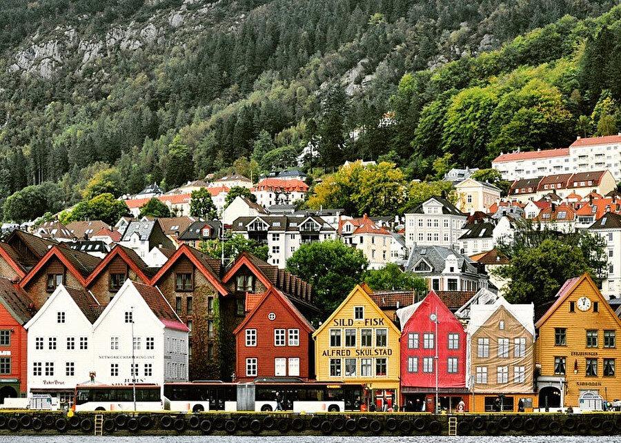Bergen, Norveç'in güneybatı kıyısında, Hordaland eyâletine bağlı en büyük ikinci şehridir.