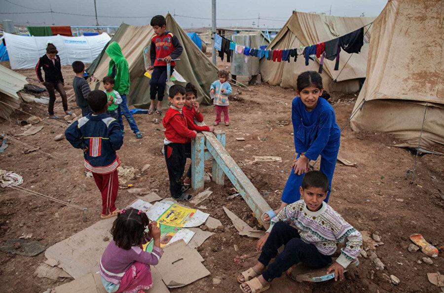Suriye'nin yetim çocukları.