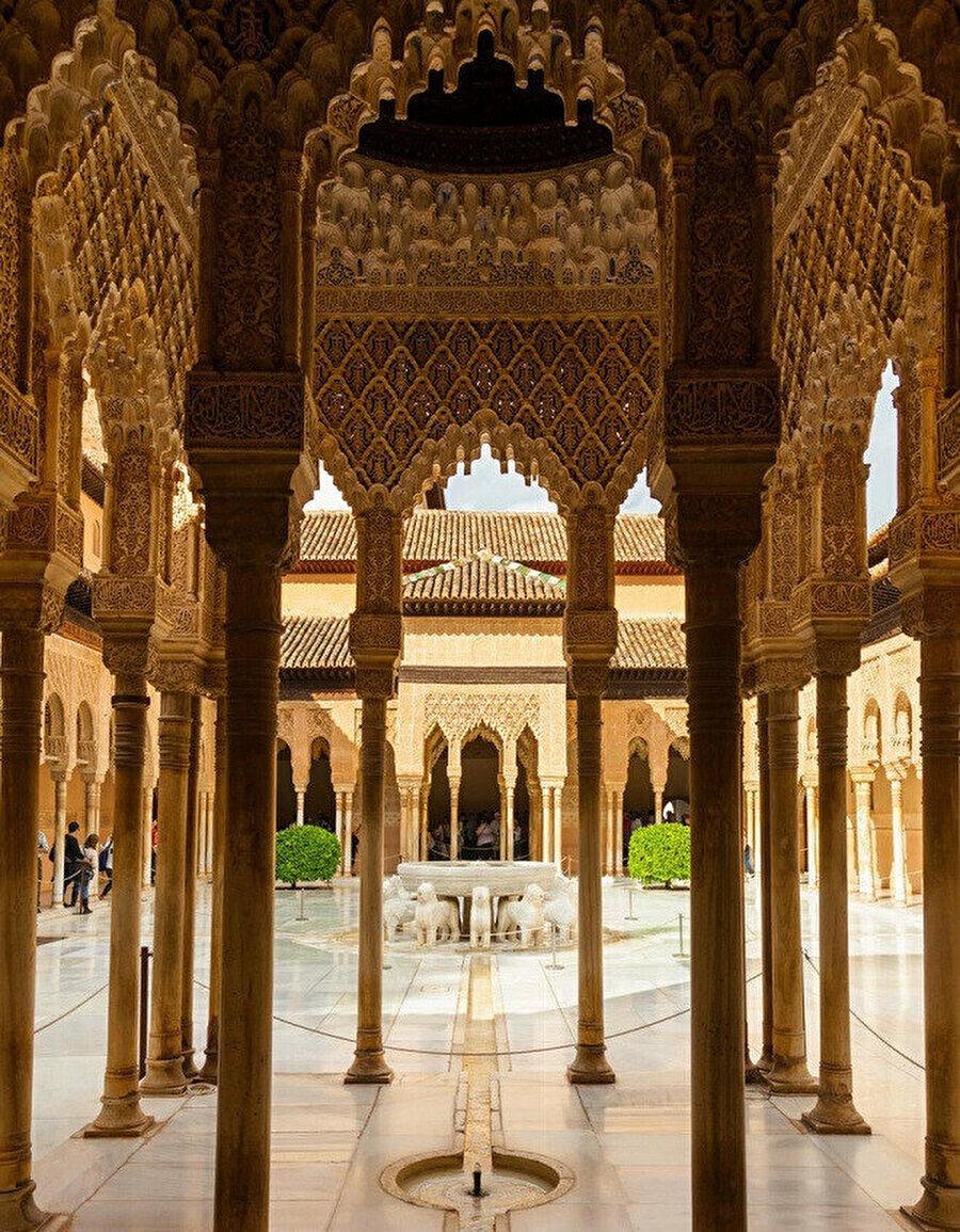 El Hamra sarayının içi.