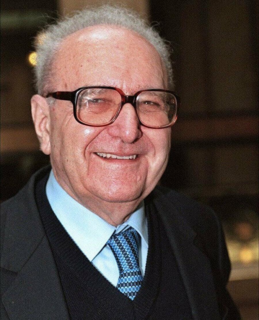 Graudy, 98 yaşında hayata gözlerini yumana kadar inançları, ideolojileri ve öğretileri sorgulamayı sürdürdü.