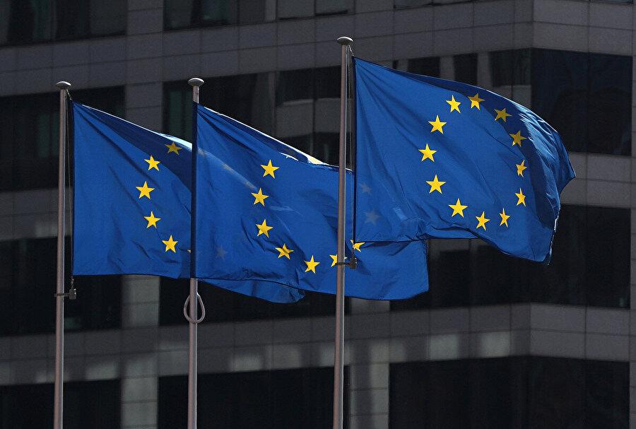 Avrupa Birliği zamanla sosyal medyadaki bu tür yalan içeriklerle alakalı düzenlemeleri büyük oranda artıracak gibi görünüyor.