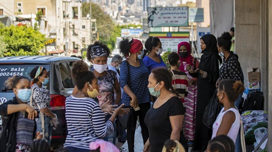 Lübnan'da gittikçe kötüleşen ekonomik krizde işsiz kalan göçmenler eve dönebilmek için yardım bekliyor.