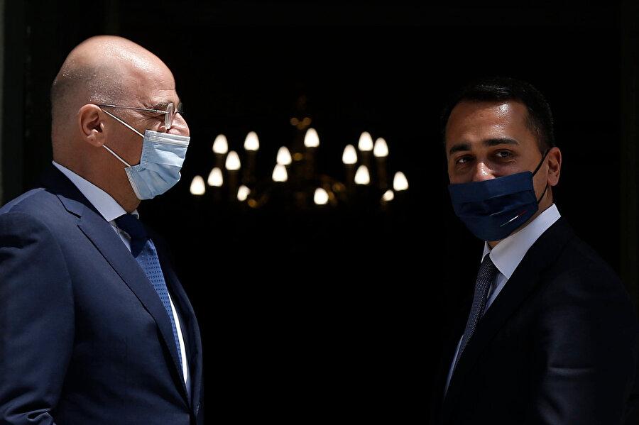Yunanistan Dışişleri Bakanı Nikos Dendias (solda) ve İtalya Dışişleri Bakanı Luigi Di Maio (sağda)