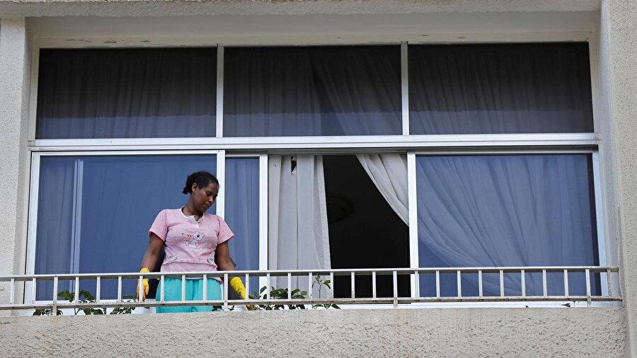 250 bin kayıtlı göçmenin bulunduğu Lübnan'da göçmen kadınların çoğu hizmetçi olarak çalışıyor.