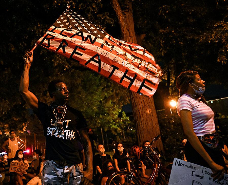 Amerika'daki gösteriler, zenci bir vatandaşın polis tarafından vahşice öldürülmesine tepki olarak gözüküyor.