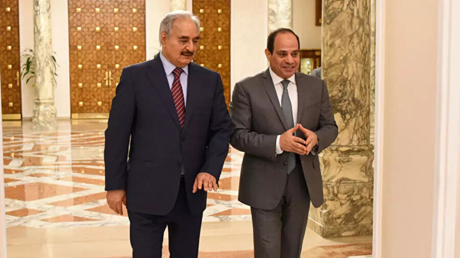 Mısır Cumhurbaşkanı Abdulfetah el Sisi ve Hafter'in 2019'da Kahire'de gerçekleştirdiği görüşmeden.
