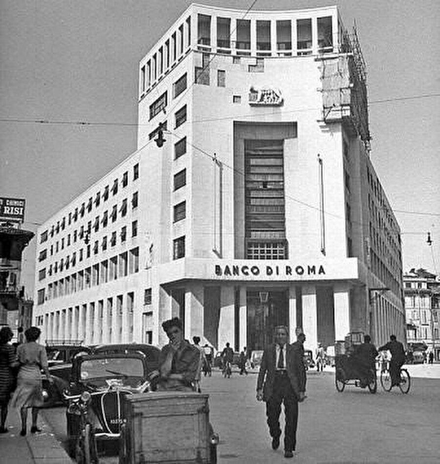 Roma'da bulunan Banca di Roma binası, 1946.