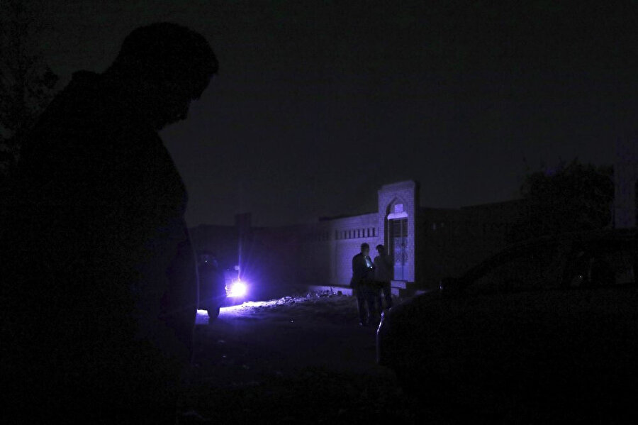 Muhammed Mursi, sabaha karşı 5'te sadece avukatı ve ailesinin katılabildiği bir uğurlamayla apar topar defnedildi.