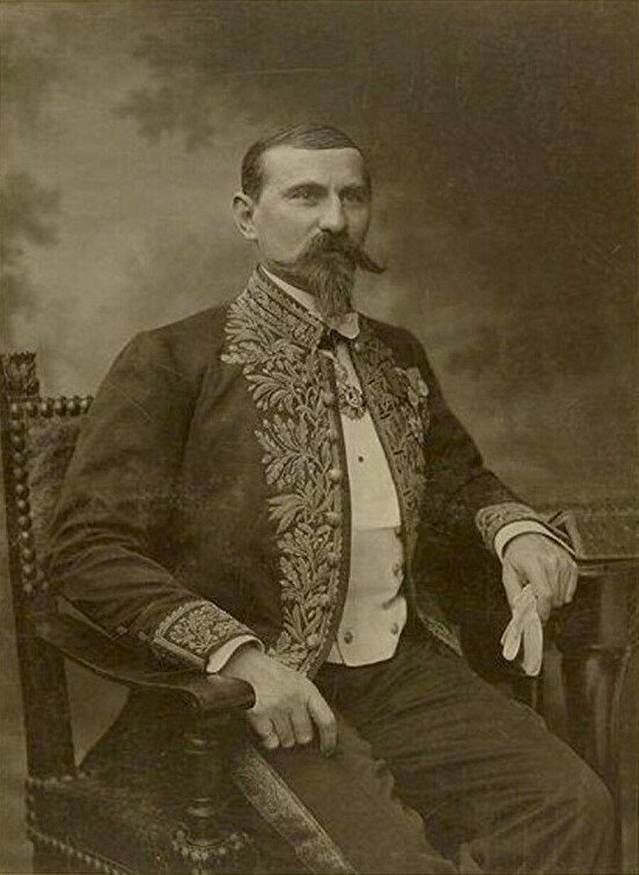 Fransız Komutan Emile Gentil.