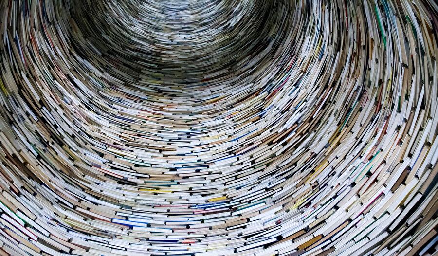 Bugün Ahir zaman edebiyatı olarak tesmiye edebileceğimiz Türk Edebiyatında var olduğu iddia edilen yükselişin de bu minvalde bir seyir izlediği söylenebilir.