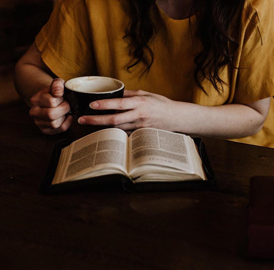 Bu anlamda okurluk vasfını haiz olması yalnızca okuyabilme yetisine sahip olduğu anlamına gelir.