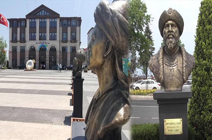 Zamanımızın bazı AK Partili belediyelerinin de bu heykelcilik işine girişmiştir.