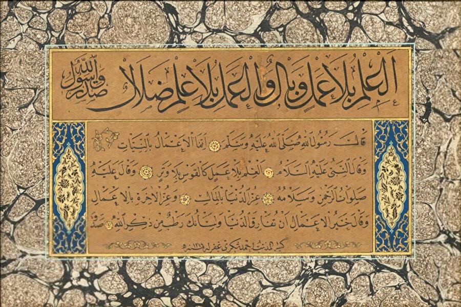 """""""Amelsiz ilim vebal, ilimsiz amel de sapkınlıktır."""" Rasulullah Efendimiz dedi ki; """"Ameller niyetlere göredir."""" """"Amelsiz ilim, oksuz yay gibidir."""" """"Dünyanın izzeti mal ile, ahiretin izzeti ise salih amel iledir."""" """"En hayırlı amel, dünyadan ayrılırken dilinin Allah'ın zikriyle meşgul olmasıdır.""""( Hat: Topçu Ahmed Şükrî Efendi, Kaynak: ketebe.org)"""