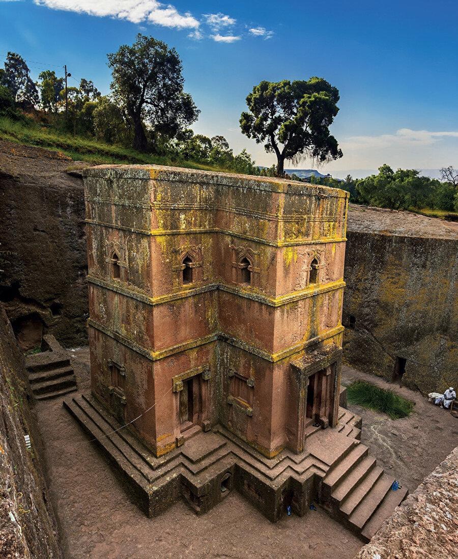 Lalibela, kaya kesim monolitik kiliseleriyle ünlü Etiyopya'nın Lasta Amhara Bölgesi'nde bir kasabadır.