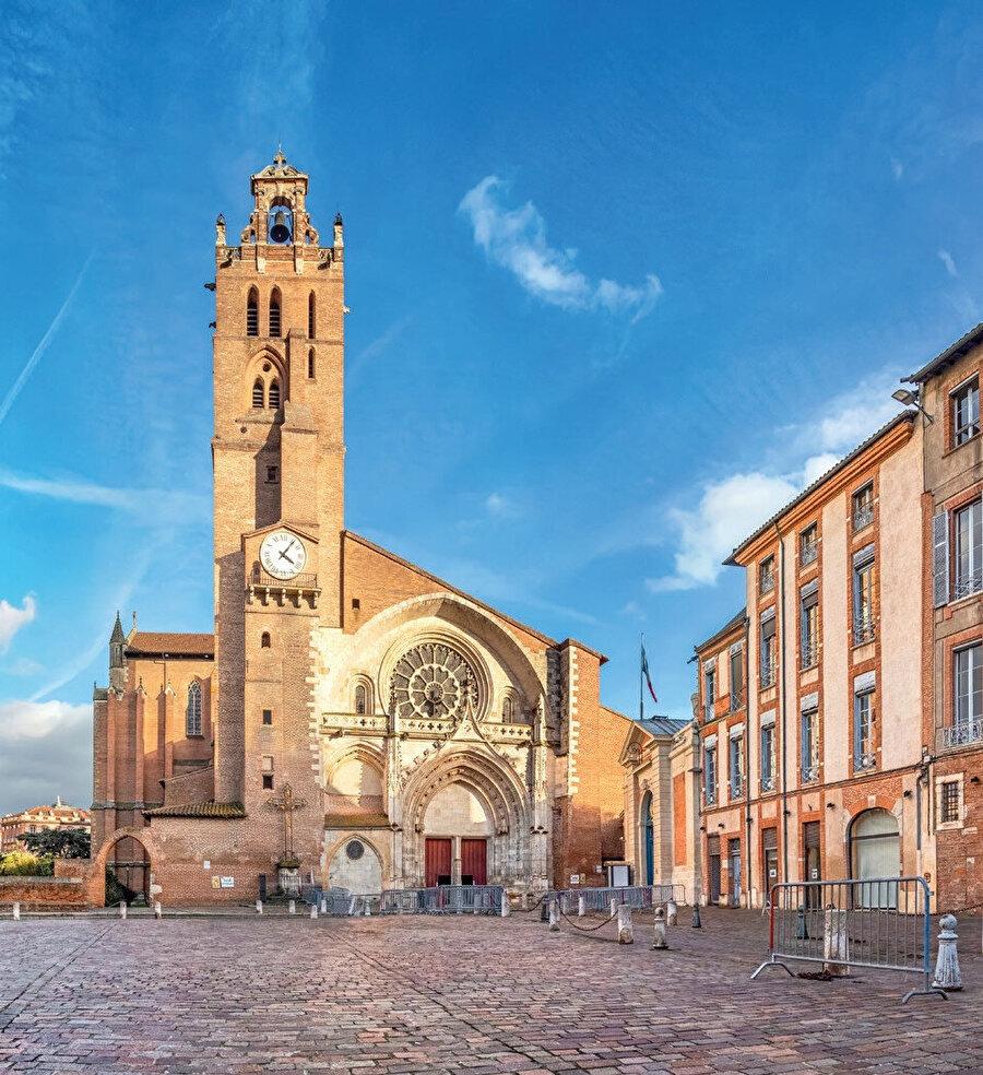 Haute-Garonne departmani ve Midi-Pyrénées bölgesinin merkezidir.