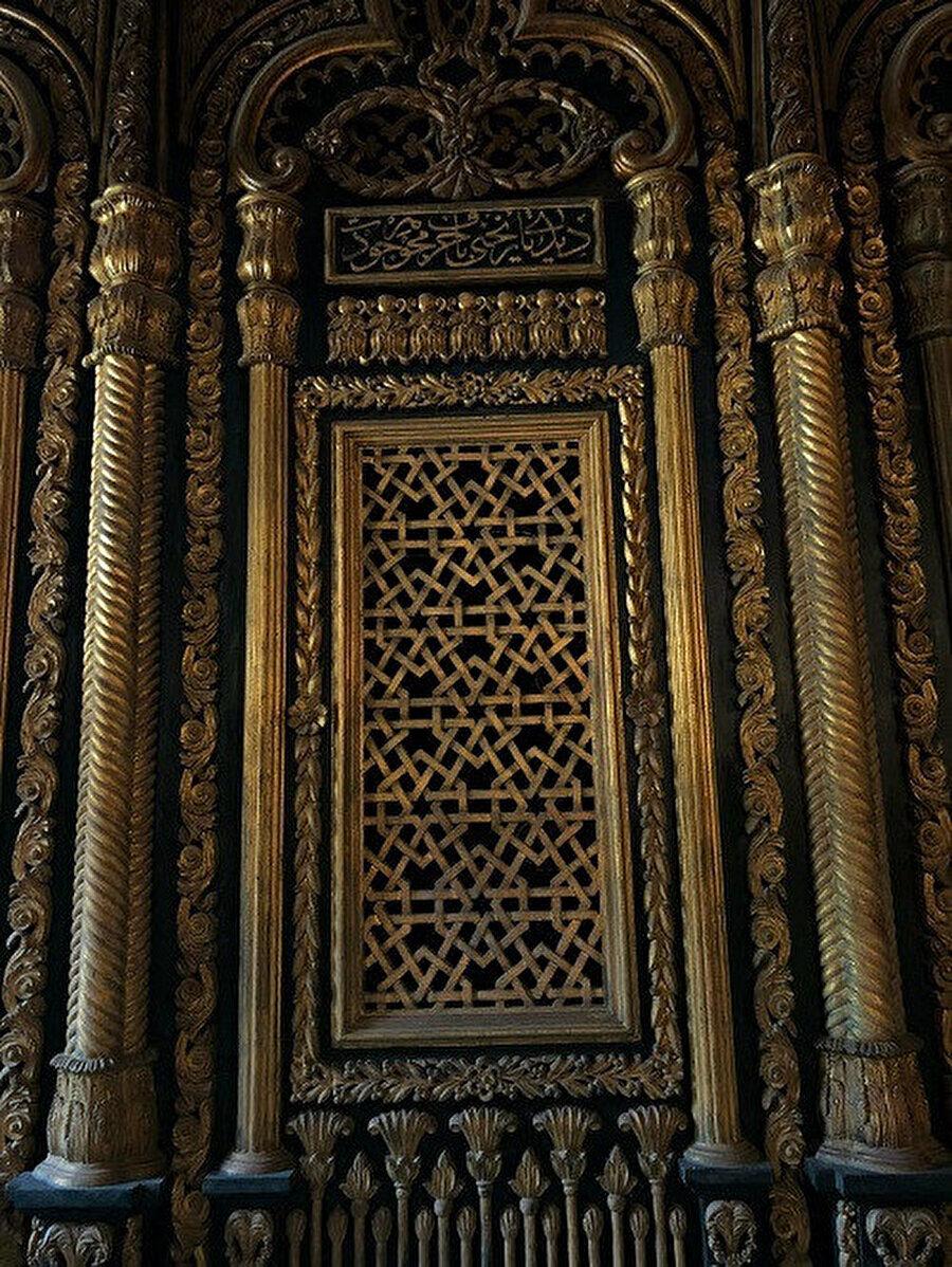 Mehmed Ali Camii'nin içerisindeki bu pirinç parmaklıklar ardında Mehmed Ali Paşa'nın kabri bulunuyor.
