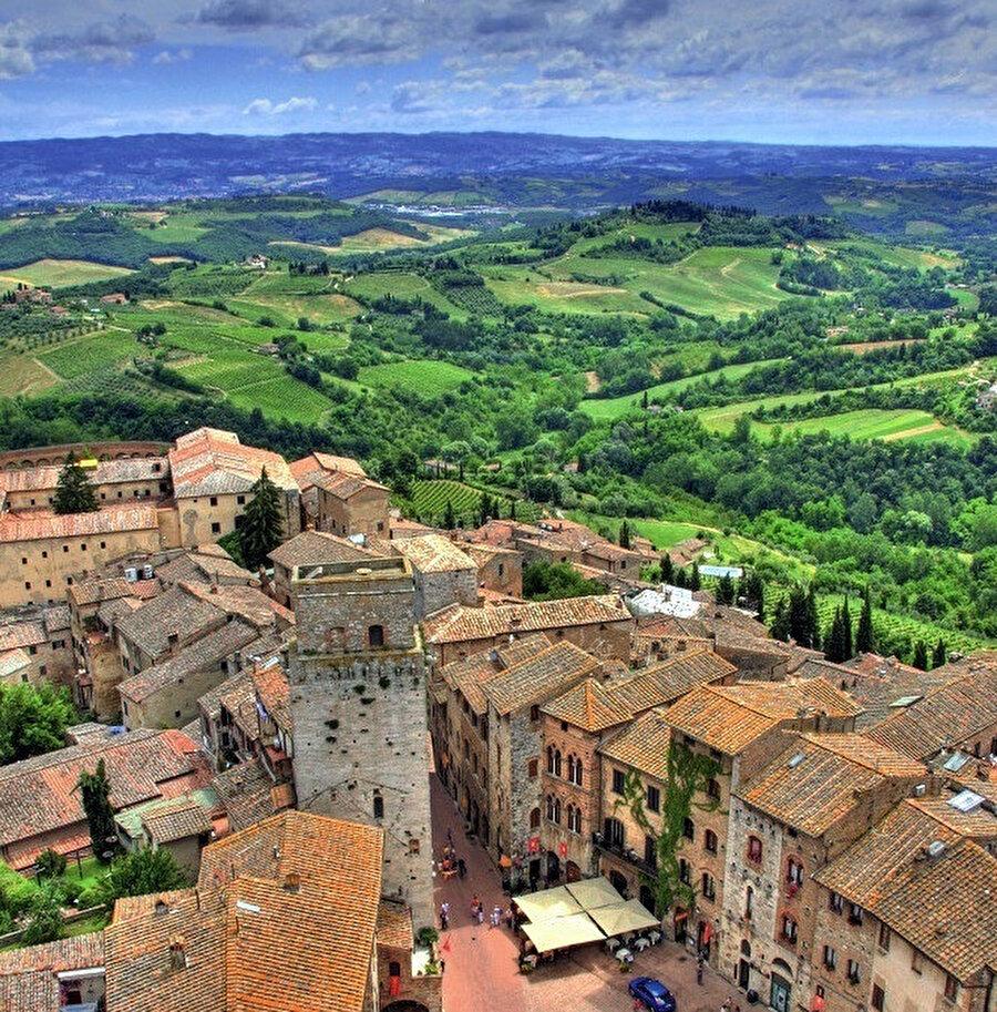 San Gimignano, genel olarak küçük bir alanda büyük bir dünya kurmayı başarmış bir yerleşke...