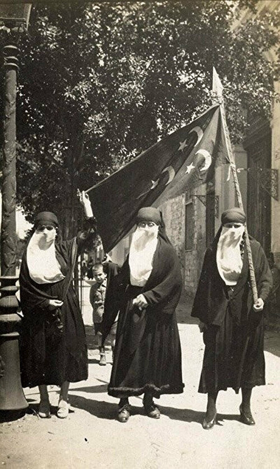 Mısır'da 1919 devrimi mücadelesinde kadınlar.