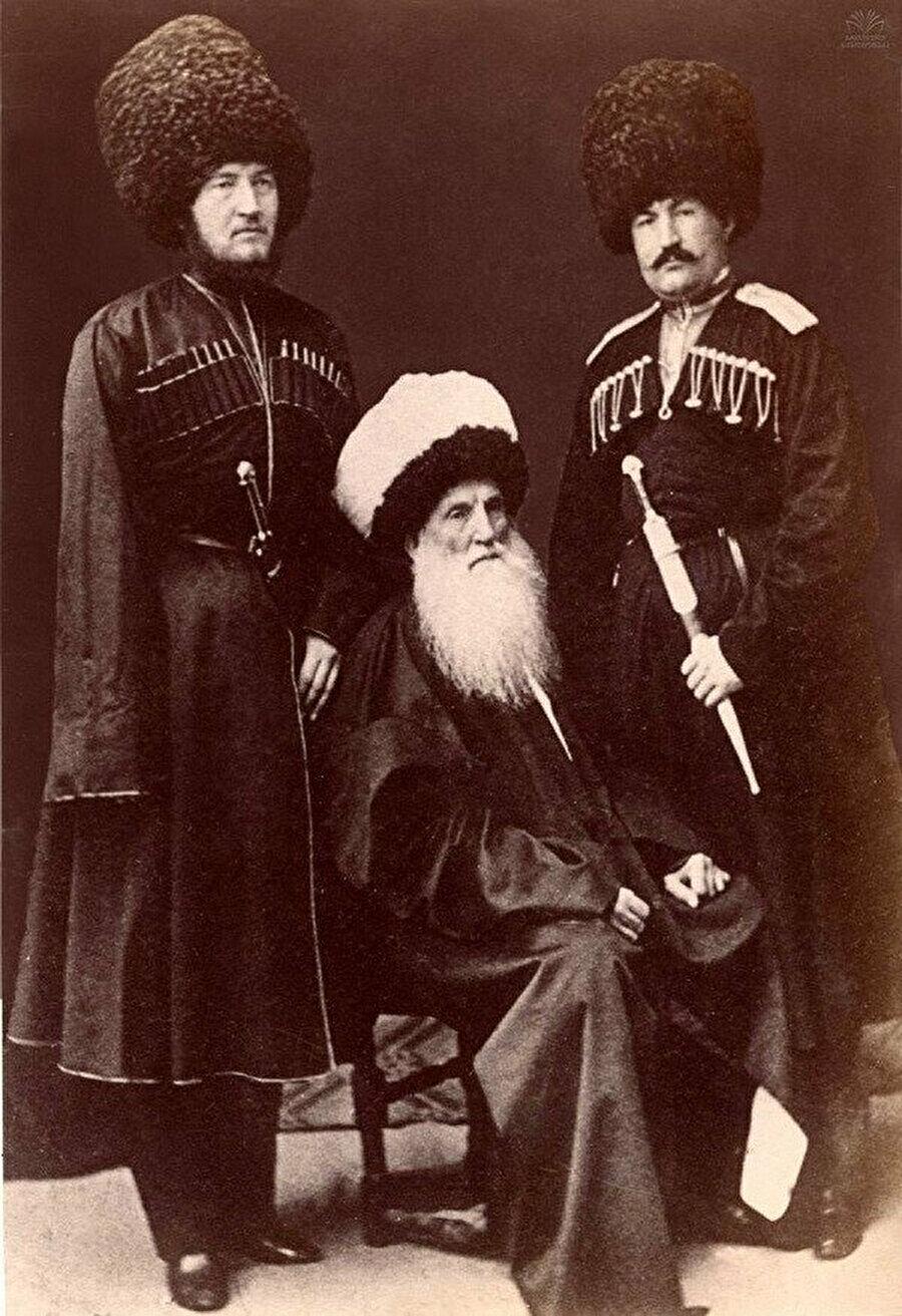 Şeyh Şamil, hayatının son dönemini esaret altında yaşamış olmasına rağmen, düşmanı Çar İkinci Aleksander'dan dahi hürmet görmüştür.