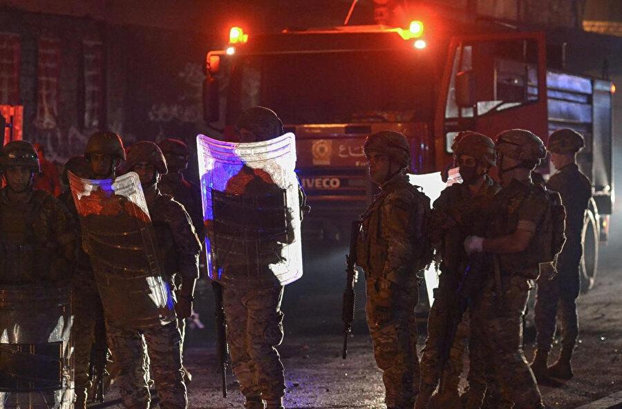 Lübnan'da bir süredir devam eden ekonomik krize karşı eylemlerde göstericilere ordu müdahale ediyor.