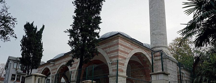 Atik Ali Paşa Camii, İstanbul'un Fatih ilçesine bağlı Çemberlitaş mahallesinde Yeniçeriler Caddesi üzerinde bulunan camidir.