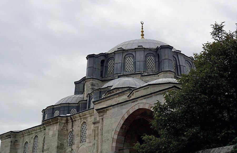 Cerrah Mehmed Paşa Camii, 1594'te Cerrah Mehmed Paşa yaptırmıştır.