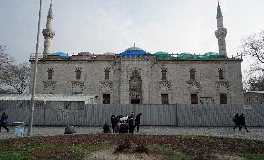 Bayezid camii, Osmanlı klasik dönem mimarisinin erken dönem eserleri arasında bir yapıdır.