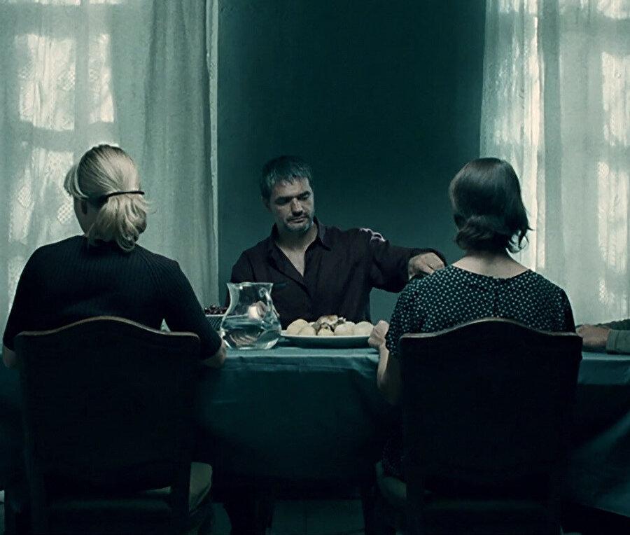 Dönüş, Andrey Zvyagintsev tarafından yönetilen 2003 yapımı Rus filmidir.