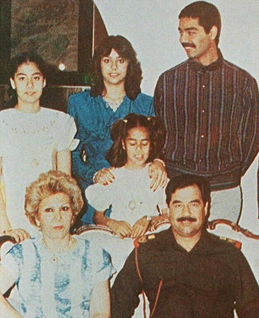 Saddam Hüseyin aile üyeleriyle birlikte. (1988)